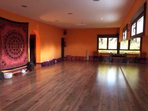 sala yoga semana santa villa artemisa el casar